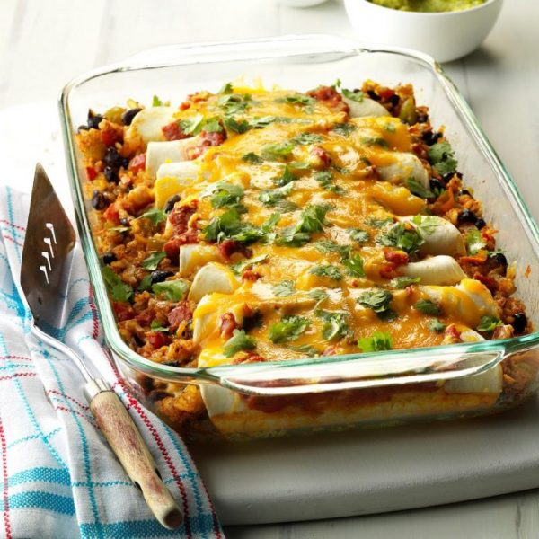 Black-Bean-and-Rice-Enchiladas_EXPS_MIOPBZ17_27448_B10_012_1b-696x696