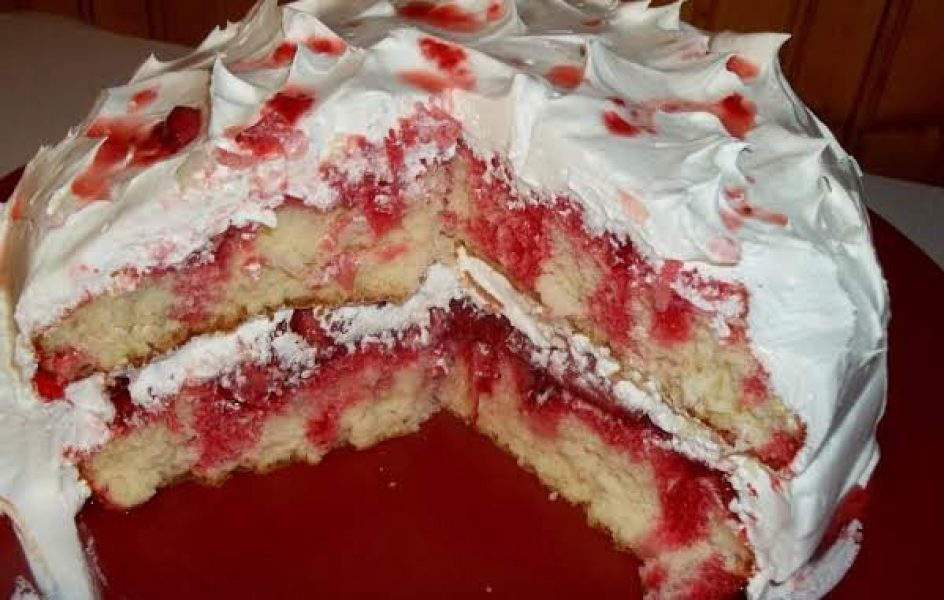 Strawberry-Poke-Cake-600x381